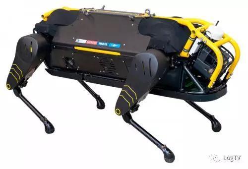 震撼!机器狗拖动重达3.3吨的飞机!