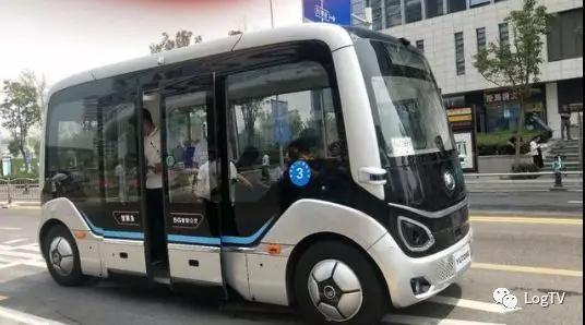 中国智造!5G无人驾驶巴士上路试运行