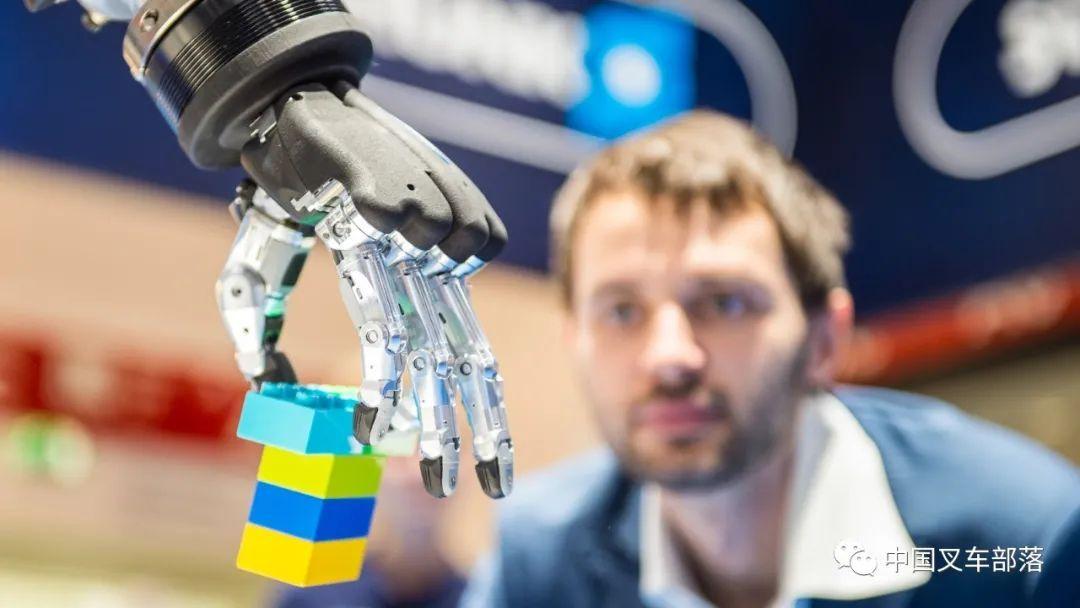 270万机器人在全球运营,IFR发布《 2020年世界机器人报告》