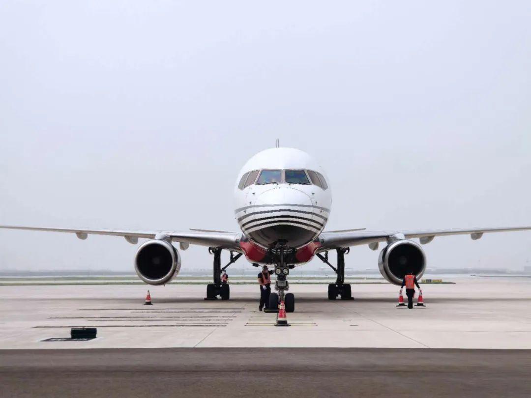 剛剛,大興機場首架貨機——順豐號飛入!