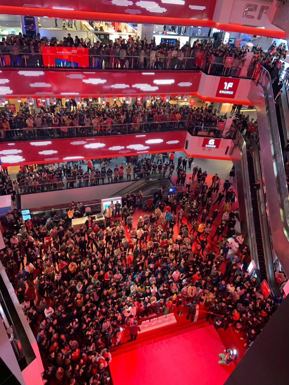 首家半夜0点开业的店,京东电器超级体验店11月11日0点盛大开业,迎来了上万重庆市民!