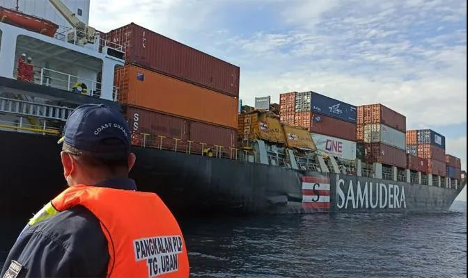 突发!一集装箱船与散货船相撞!数个集装箱受损!船期恐延误