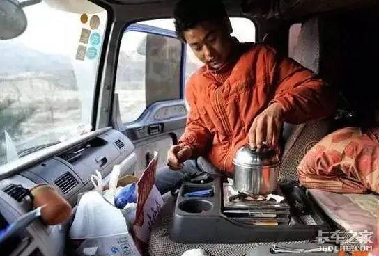没地停、不敢停、停就罚!8小时工作制能打破卡友以车为家的日常吗?